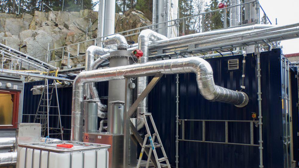 Dette pilotanlegget på energigjenvinningsanlegget på Klemetsrud i Oslo er del av det norske fullskalaprosjektet for CO2-fangst og -lagring. Men ikke alle i EU er like begeistret for CCS.