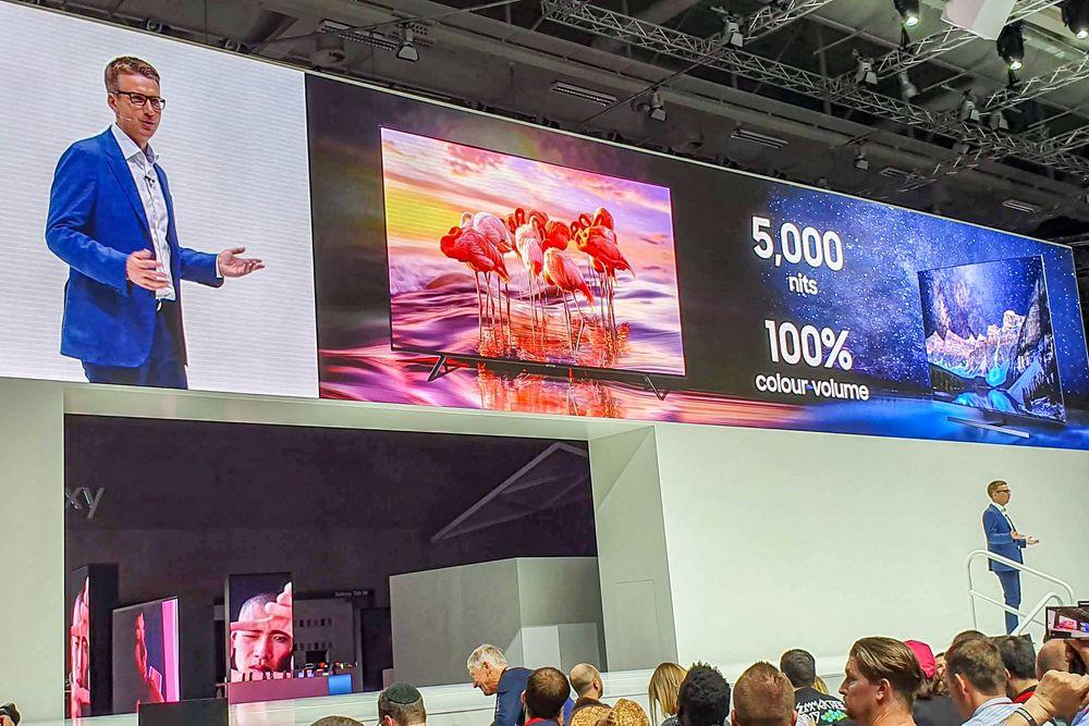 Lysfontene: Samsund nye TV-er binger lysstyrken opp i 5000 Nits. Det er nesten slik at man må bruke solbriller når den viser de lyseste scenene.