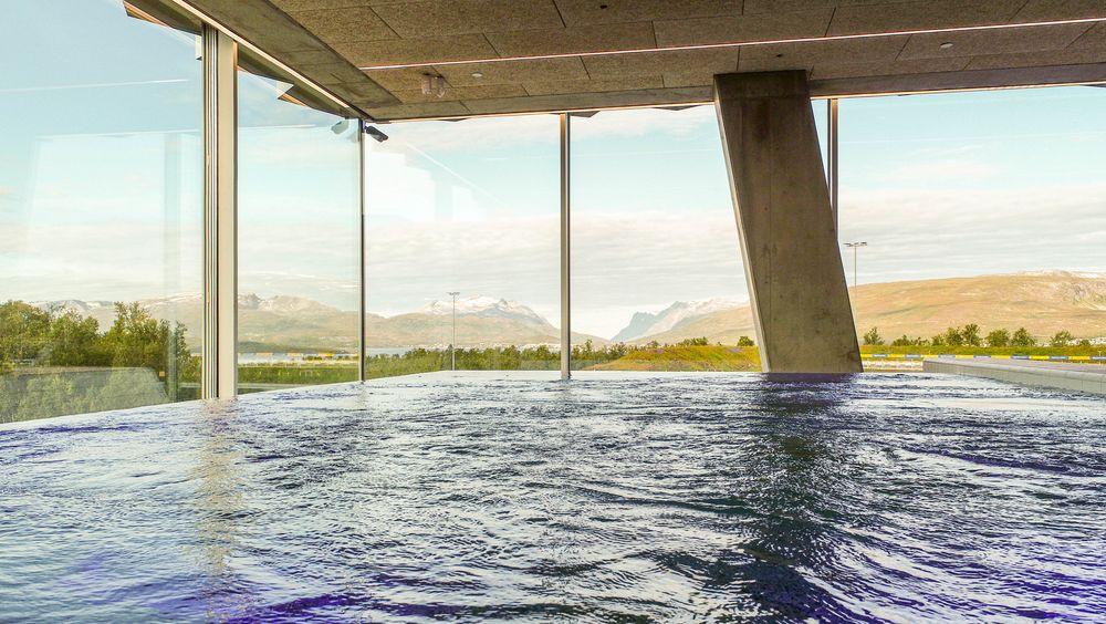 Nye Tromsøbadet har OL-basseng og bølgeanlegg, og har kostet nærmere en milliard kroner å bygge.