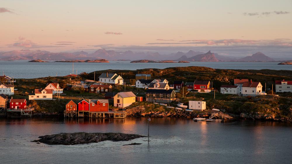 Beboerne på denne øya på Helgelandskysten ønsker å bli helt selvforsynt med energi. I tillegg er det et poeng at energien er grønn og fornybar.