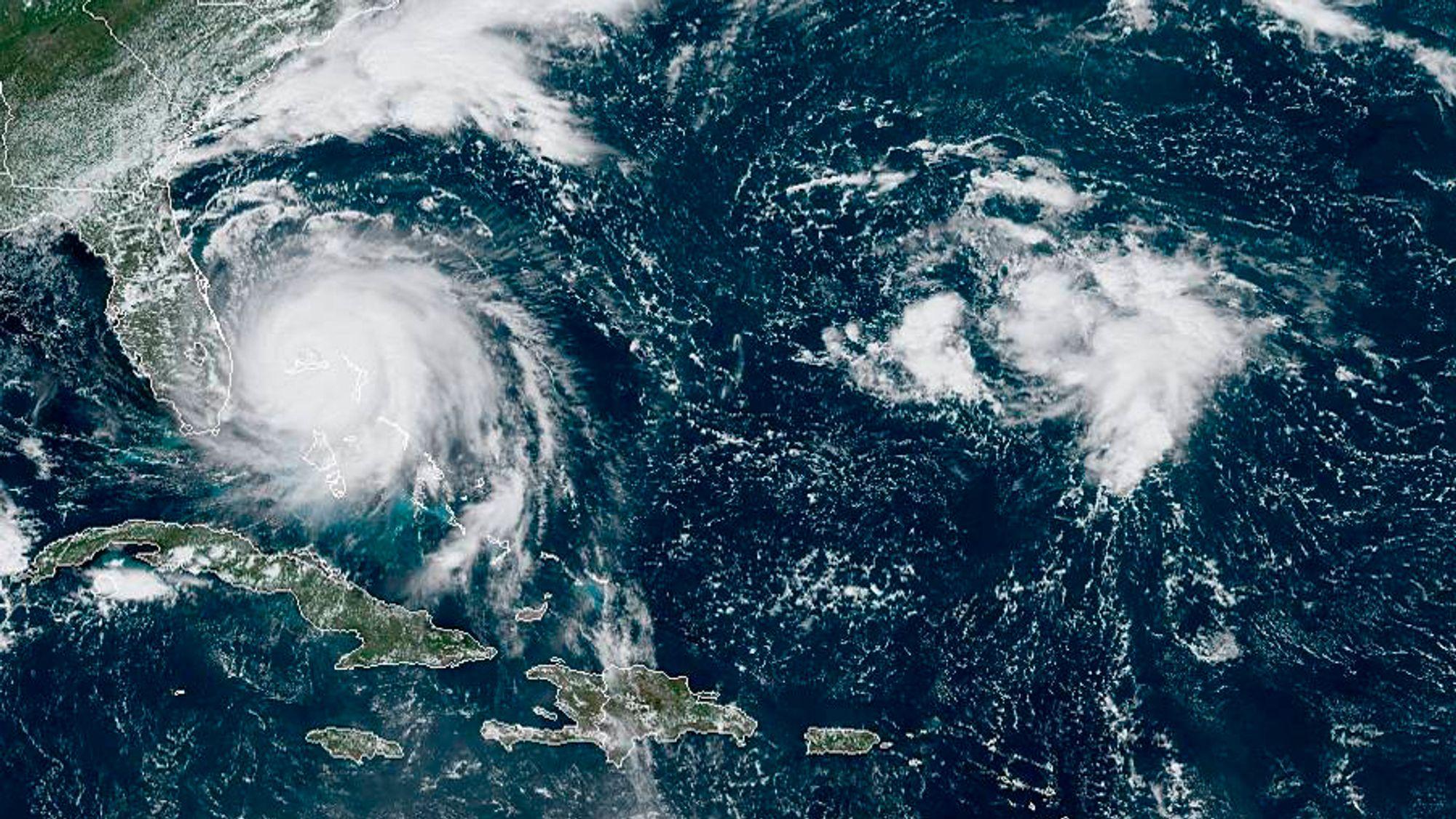 Satellittfoto av orkan Dorian fra mandag da den hang over Bahamas og forårsaket stor skadd.
