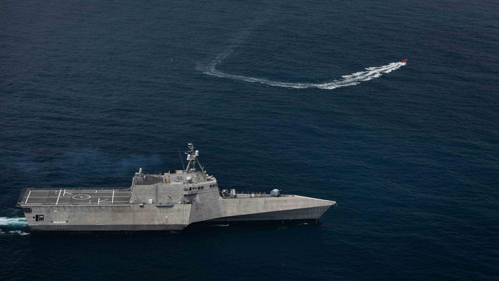 USS «Gabrielle Giffords» (LCS 10) øver på å bekjempe et ubemannet overflatefartøy.