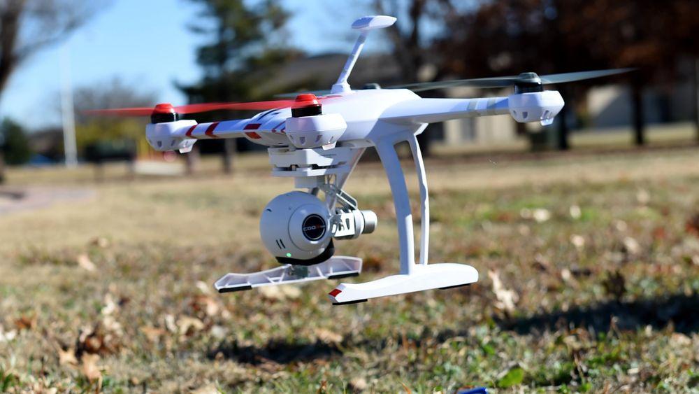 Droner har blitt billige, og kan brukes til alt fra overvåkning, via smugling og til dedikerte angrep.