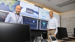 Fra et kontrollrom i Bergen kommuniserer rederikontoret med alle sine 33 skip