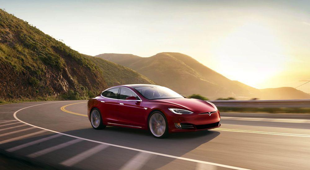 En Tesla Model S kolliderte med en brannbil i Culver City, California, i januar i fjor. Kollisjonen skyldtes særlig sjåførens «overdrevne tillit» til Teslaens ADAS-system, ifølge en pressemelding fra National Transportation Safety Board (NTSB).