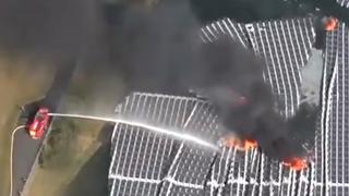 Flytende solkraftverk begynte å brenne: – Solbransjen trenger folk med erfaring fra andre industrier