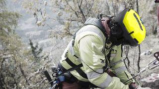 Bruker hjelm som egentlig er beregnet til elvepadling – nå utvikler Norsk Luftambulanse sin egen redningshjelm