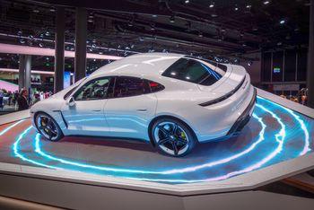 Taycan er Porsches første elbil (og da regner vi ikke Porsche-Lohner fra 1899 som en ekte Porsche).