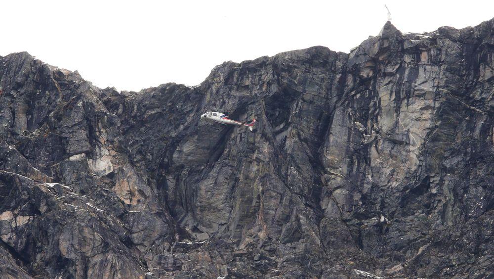 Et helikopter med geologer fra NVE over området ved Veslemannen.