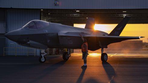 Unike nærbilder: Slik foregår det når norske F-35 skal forlate Lockheed Martin-fabrikken