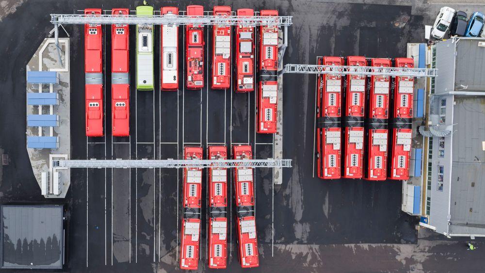 Ladeanlegget på Alnabru kan gi strøm til 30 busser samtidig, 18 busser kan lades med 50 kW og 12 kan lades med 300 kW. Bildet viser hurtigladerne.