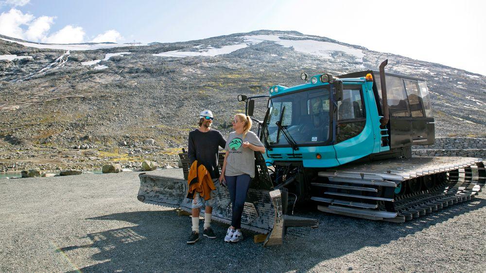 Da Nina Lensebakken og Idar Aaboen tok over driften av Stryn sommerskisenter i 2014, hadde de ikke vært på Strynefjellet på 11 år. De ble overrasket over hvor mye breen hadde smeltet. Men duren fra dieselaggregatene var den samme. Nå håper de å kunne slukke aggregatene og hente energi fra elven isteden.