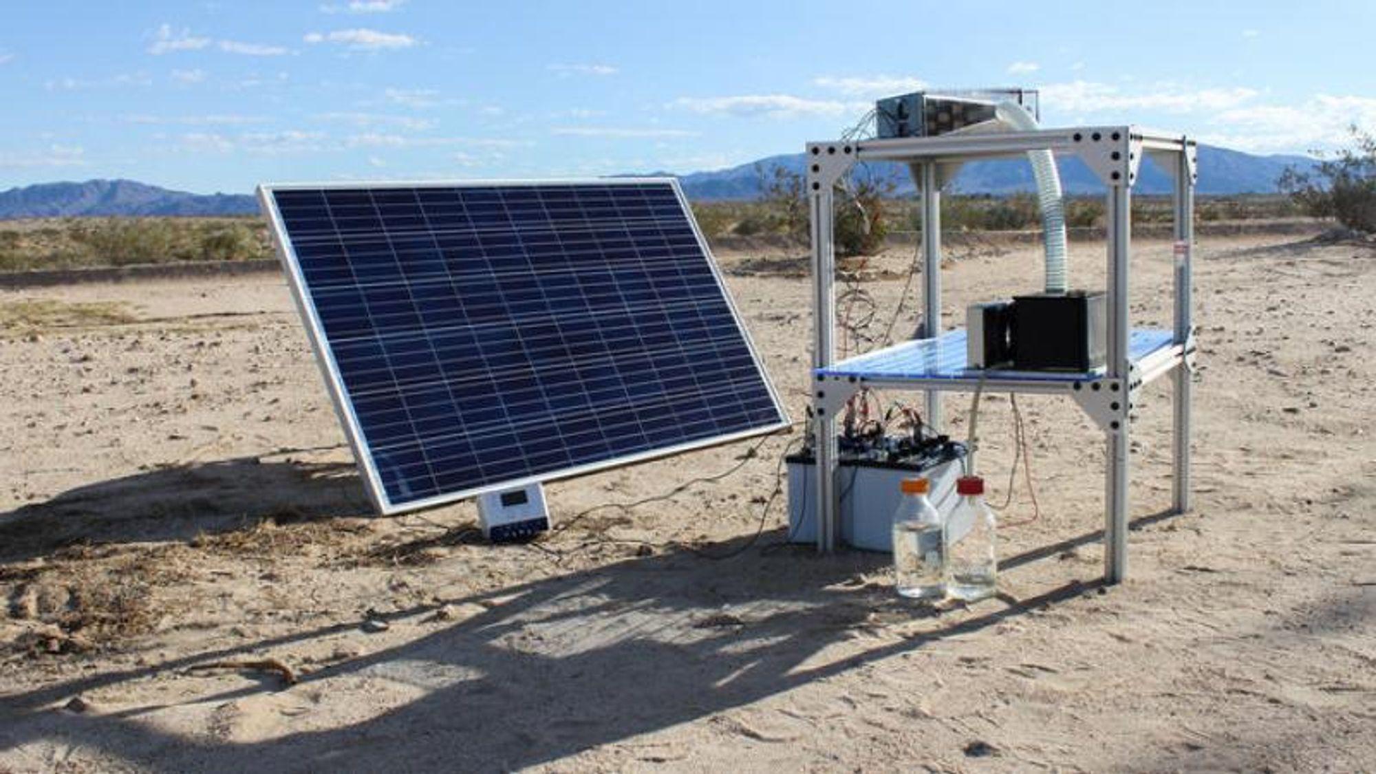 Prototyp av Omar Yaghis apparat, som kan produsere rent drikkevann fra ørkenluft.