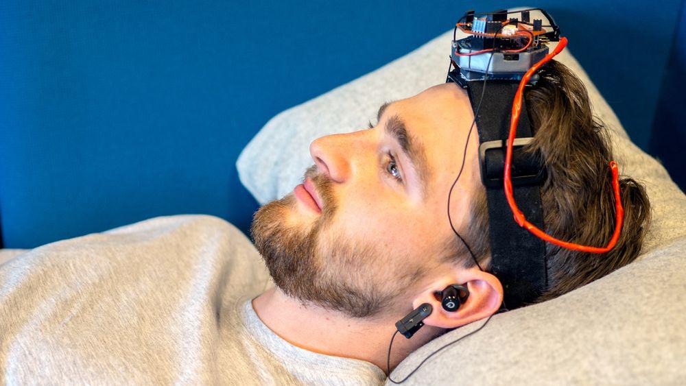 Prototype 3.0: Oppstarten Drowzee  jobber nå med å utvikle en ferdig prototype som skal kunne fungere som en selvstendig løsning for pasienter med insomni. Lars Kaarbø (22) er en av gründerne i oppstarten.