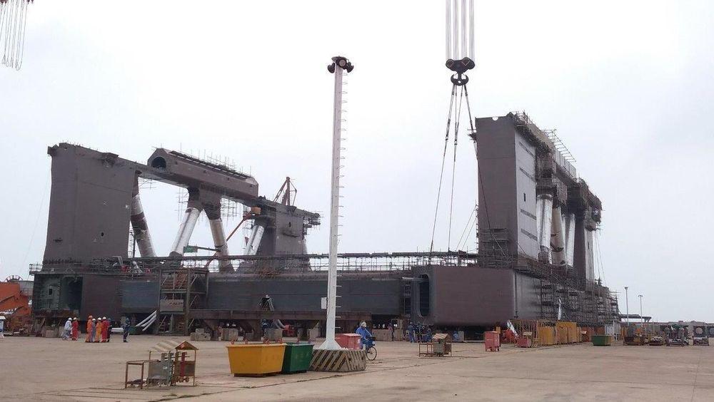 Havfarmen bygges i tre deler. Bildet er av en av de tre delene på verftet i Kina.