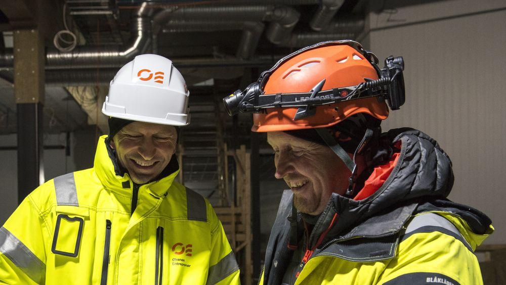Daglig leder i Øksnes entreprenør Stian Reinholdtsen (til venstre) sammen med en av selskapets eiere, Tim Hansen.
