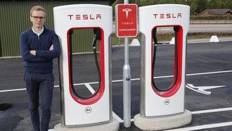 - Det er 58 Supercharger-stasjoner i Norge. Vi utvider disse fortløpende, sier Even Sandvold Roland i Tesla Norge.