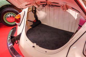 Uten boxermotor er det plass til bagasje i det gamle motorrommet.