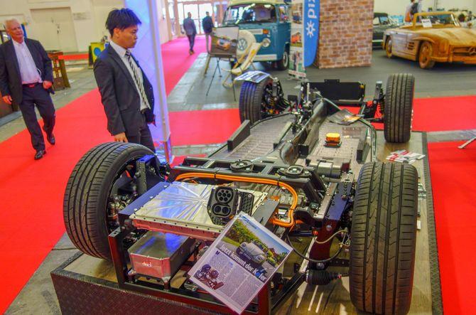 Den som har lyst til å lage beach buggy eller en Porsche Speedster-replika, kan kjøpe et nakent chassis med motor.