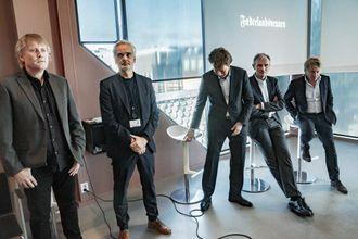 Fridtjof Nygaard, Eivind Ljøstad, Per Axel Koch, Nils K. Gauslaa og Willem Sijthoff under allmøtet da Polaris kjøpte Fædrelandsvennen og en rekke lokalaviser på Sørlandet.