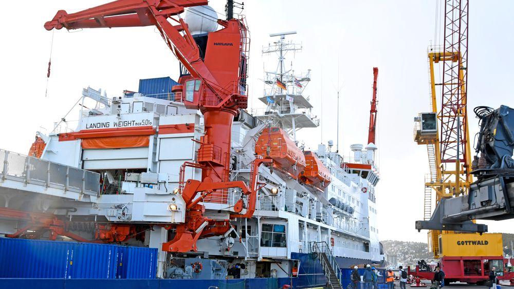 Den tyske isbryteren og forskningsskipet Polarstern ligger til kai i Tromsø. Snart vil den legge ut på en ekspedisjon til Arktis hvor målet er at den skal bli isfast og drive med isen. Ekspedisjonen, som går under navnet MOSAiC, har som mål å observere episenteret for global oppvarming slik ingen har gjort før dem. Flere 100 forskere fra 19 land inkludert Norge skal være med.