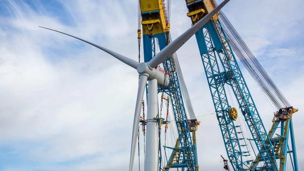 Equinor, og den norske staten som eier, må ekspandere mye raskere innen fornybar energi på den globale scenen enn det som er tilfellet nå, skriver redaktør for Energi & Klima Anders Bjartnes.