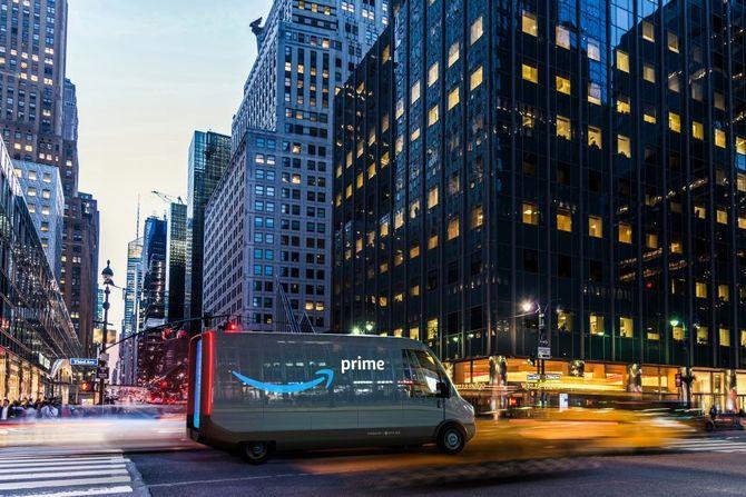 Slik ser Amazon og Rivian for seg at de elektriske varebilene skal se ut.