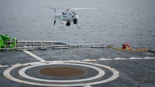 Se den første operasjonstesten: Her er en av dronene som kan redde liv i Arktis