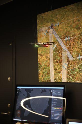 Esmart Systems viste frem sin løsning for å finne feil på høyspentmaster ved hjelp av droner.