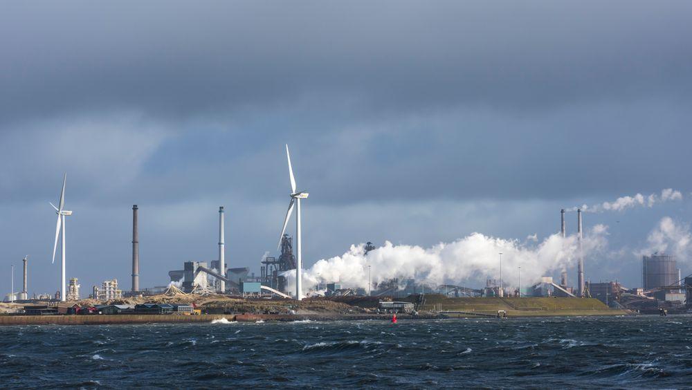 Illustrasjonsbilde fra fabrikkområdet til Tata Steel i Ijmuiden, Nord-Holland, ved Nordsjøen.