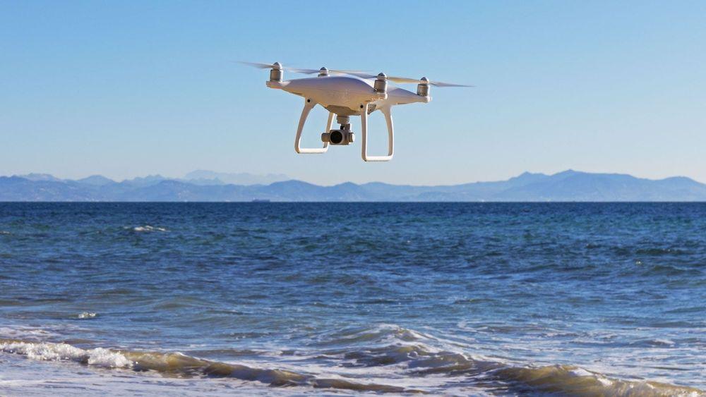 Den kinesiske produsenten DJI har lagt inn geofencing i sine droner som standard. Det kan også andre gjøre, mener flyoperativ leder Nils Håheim-Saers i NORCE.