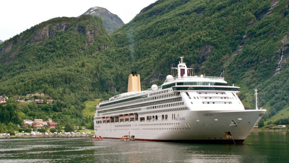 Cruiserederiene som ferdes i verdensarvfjordene har en stor utfordring med å kutte utslipp foran seg.