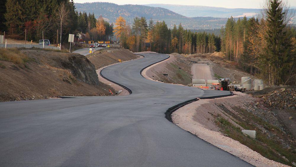 Over 15.000 veier i Sverige har for krappe svinger sammenliknet med fartsgrensen på veien. Illustrasjonsfoto.