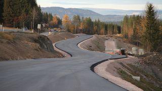 Over 15.000 svenske veier er bygget med for krappe svinger