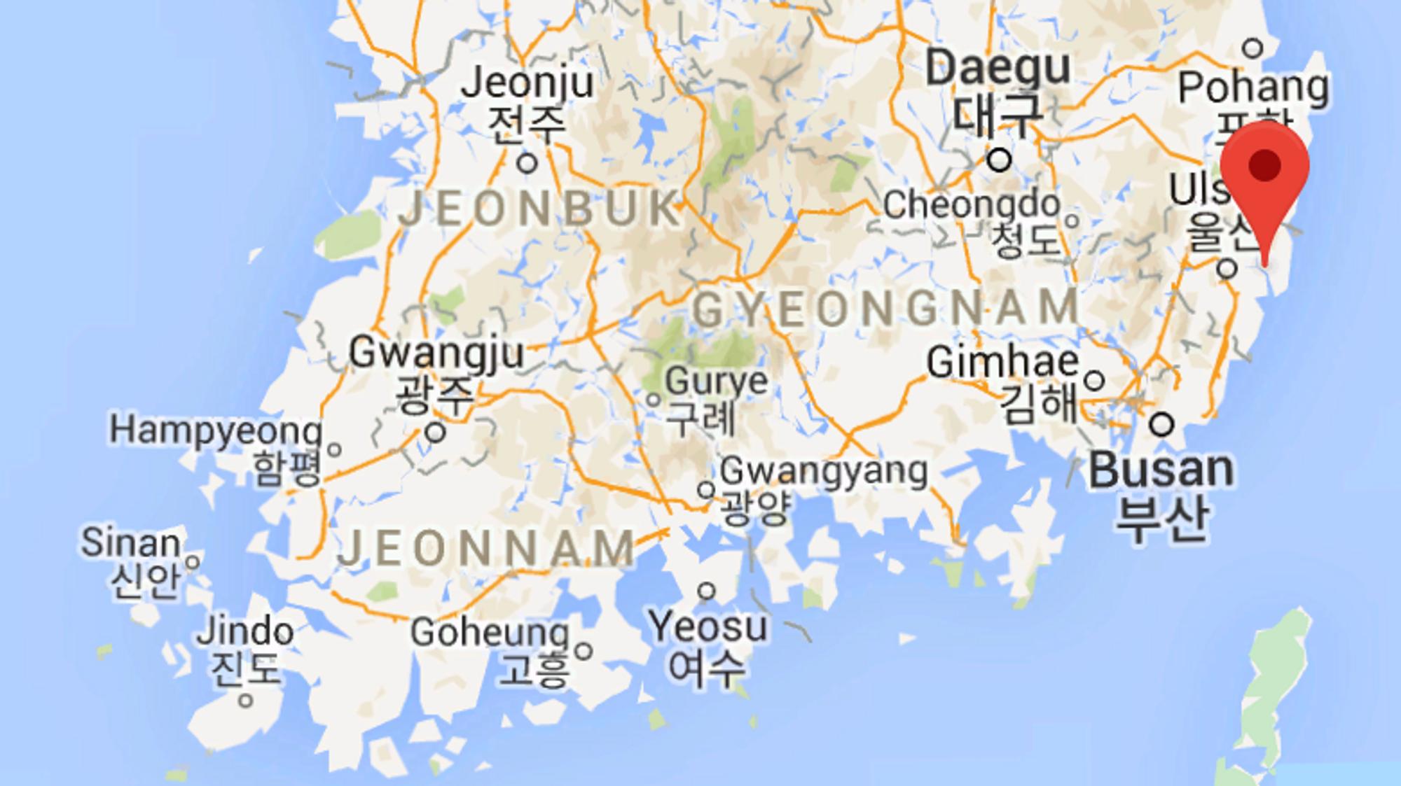 Det norskeide oljetankskipet «Stolt Groenland» lå til kai i den sørkoreanske havnebyen sørøst i Sør-Korea da eksplosjonen skjedde klokken 11 på formiddagen lokal tid.