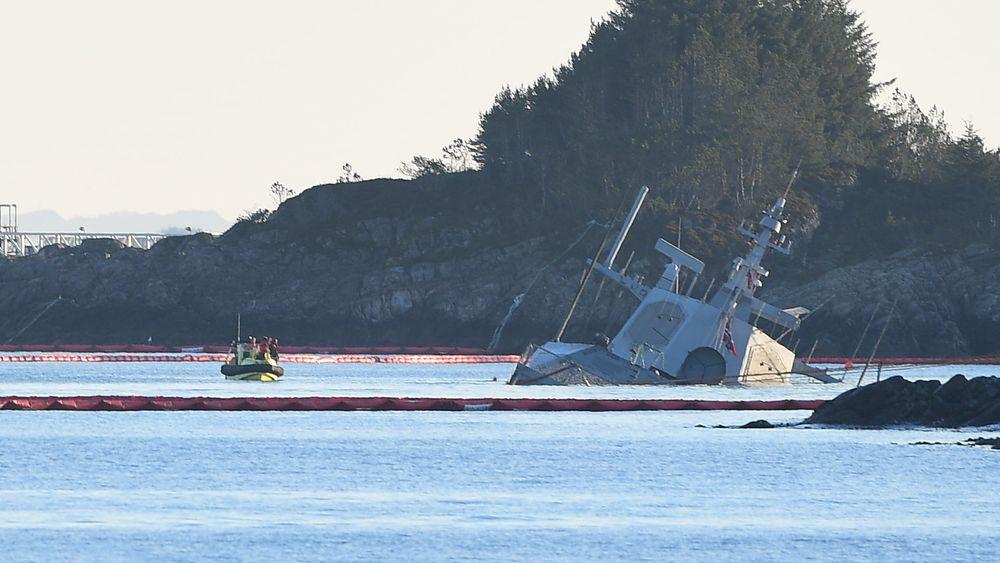 Den havarerte fregatten KNM Helge Ingstad ved Øygarden i Hordaland etter kollisjonen med Sola TS 8. november 2018.