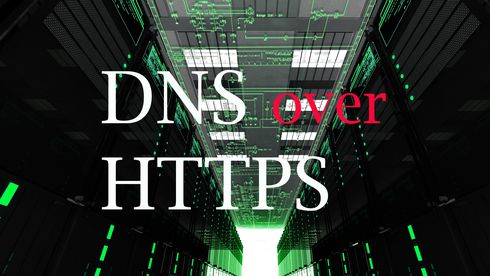 Teksten DNS over HTTPS foran et bilde fra et datasenter.