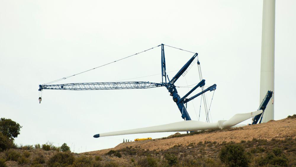 I framtiden kan vindturbiner bli en stor miljøbelastning for i USA. Illustrasjonsbilde fra montering av en vindturbin.