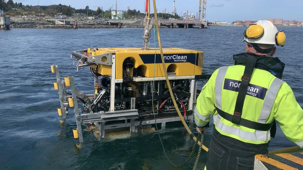 ROVen er modifisert for å kunne bore horisontalt for å kunne feste bolter for å sikre sjøkabler.