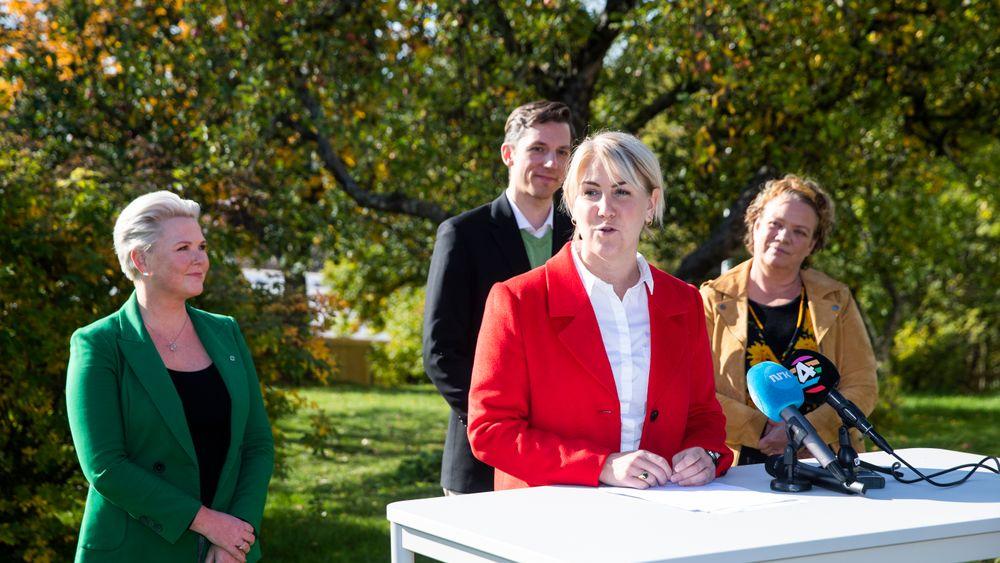 Arbeiderpartiets Tonje Brenna blir ny fylkesrådsleder i Viken. Tirsdag presenterte Ap, Sp, MDG og SV sin nye samarbeidsplattform. Fra venstre: Anne Beathe Tvinnereim (Sp), Tonje Brenna (Ap), Kristoffer Robin Haug (MDG) og Camilla Sørensen Eidsvold (SV).