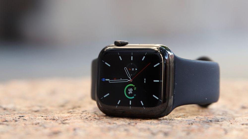 Apple Watch Series 5 har en skjerm som aldri skrur seg av.