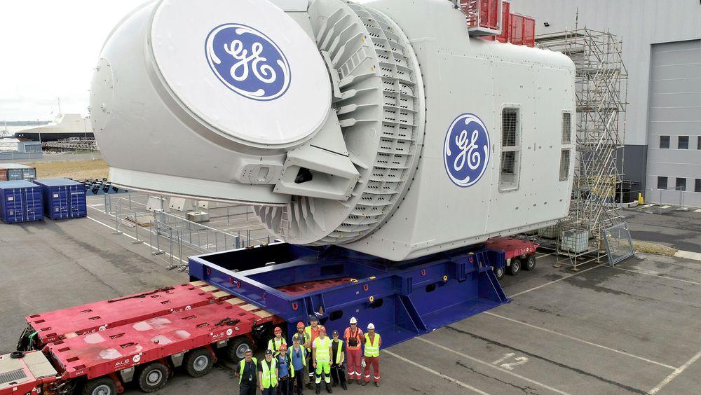 22. juli ble nacellen til verdens største turbin, Haliade-X, rullet ut fra fabrikken i Saint-Nazaire i Frankrike. Denne kjempekolossen, som blant annet inneholder generator og girboks, skal fraktes til Rotterdam hvor den skal kobles på andre deler av turbinen for å testes – i første omgang på land.