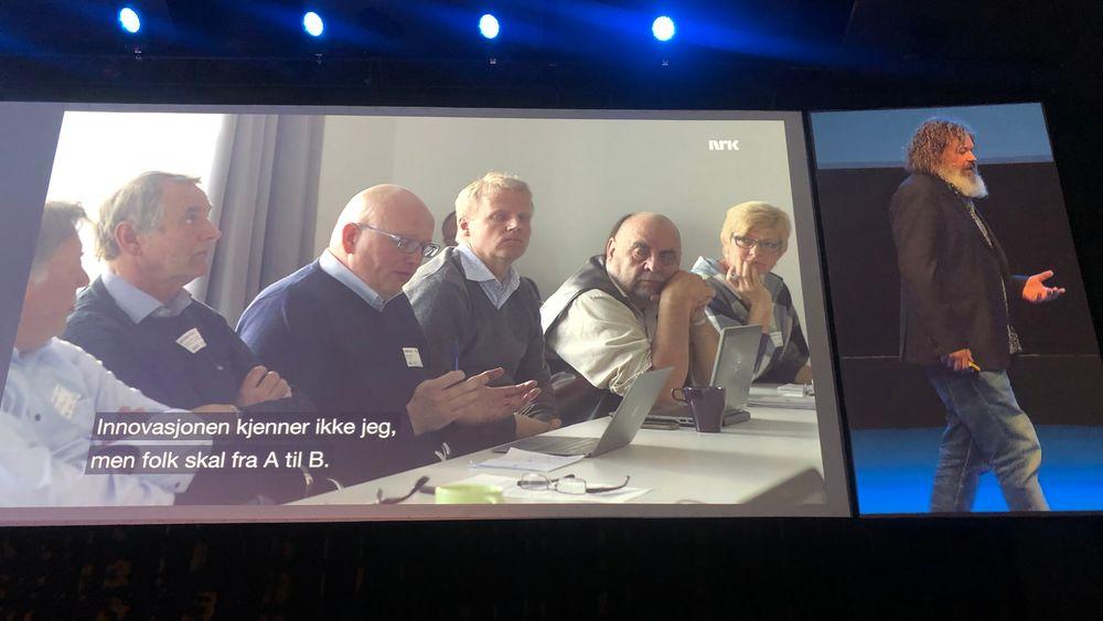 Under Nordic Edge Expo 2019 i Stavanger snakket Torgeir Waterhouse fra scenen. Skjermbildet fra NRK handler om taxinæringens motstand mot Uber.