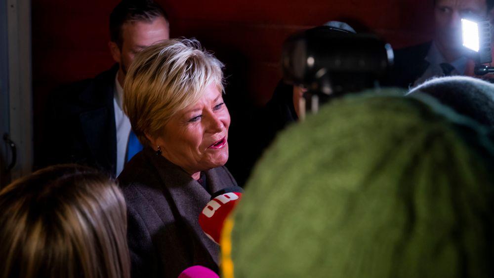 Finansminister Siv Jensen (Frp) møter pressen ved huset sitt mandag morgen før fremleggelsen av regjeringens forslag til statsbudsjett for 2020 i Stortinget.