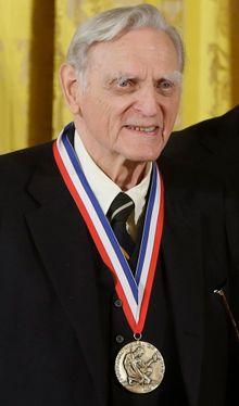 John Goodenough er med sine 97 år den eldste prisvinneren i nobelprisens historie.