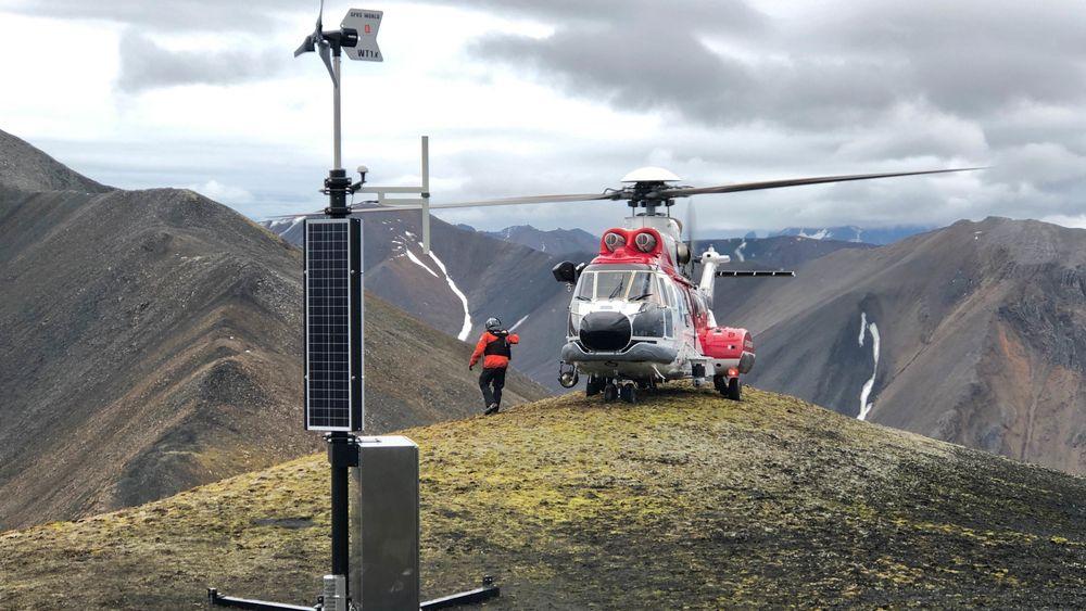 Kystverket satte 13. september 2019 opp en ny type solcelle- og vinddrevet AIS-basestasjon på øya Prins Karls Forland utenfor vestkysten av Spitsbergen på Svalbard.