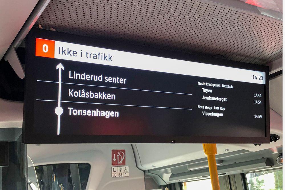 Oversikt: Stadig flere av bussene til Ruter får et informasjonssystem som gir de reisende oversikt over ruta i sanntid. Alt strømmes fra den sentrale skyserveren.