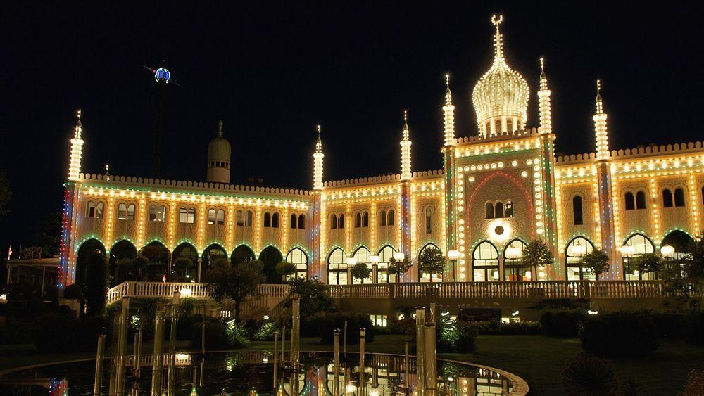 Nimb-bygget i Tivoli i København sparte 2.363.000 kWh på skifte ut 85.000 lyspærer med LED-pærer i 2013.