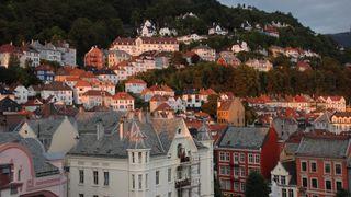 I filsystemet til Bergen kommune er det et område som heter «felles alle» som er tilgjengelig for alle med brukerkonto i kommunen. Der lå det en usikret mappe med blant annet hundrevis, om ikke tusenvis, av skolefotografier av barn, ifølge politikere i byen.