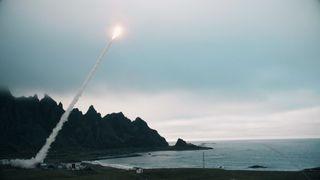 Bakkefyrt bombe traff blink: Boeing og Saab har sluppet video fra Andøya-test
